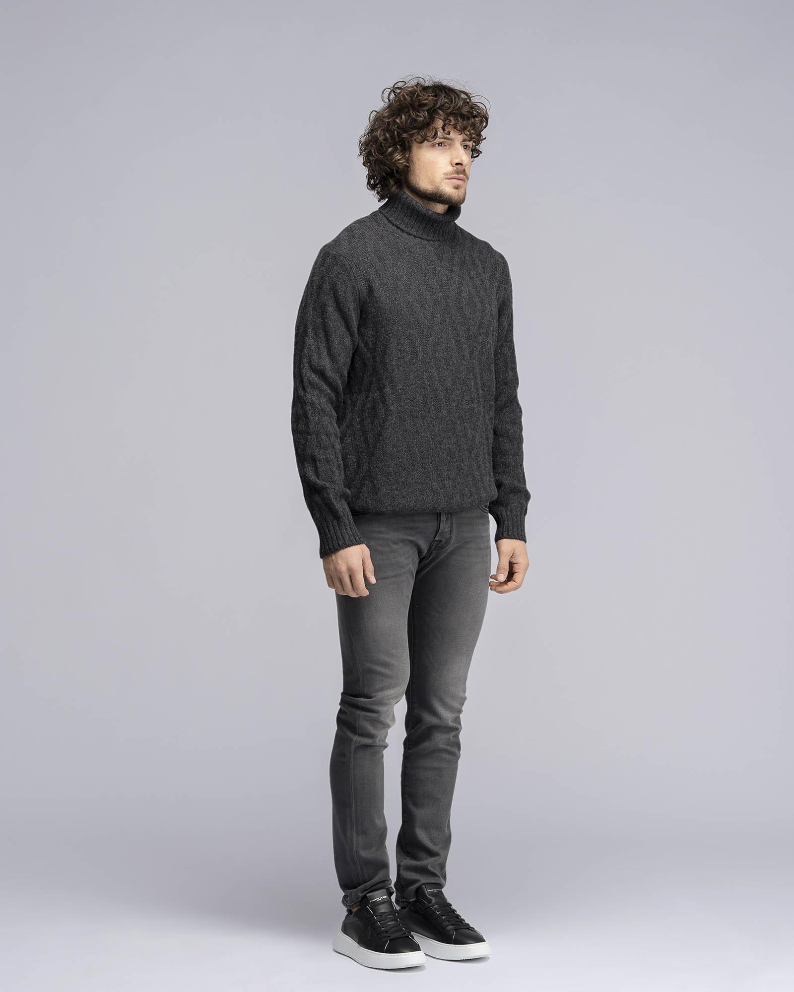 Maglione a collo alto in pura lana