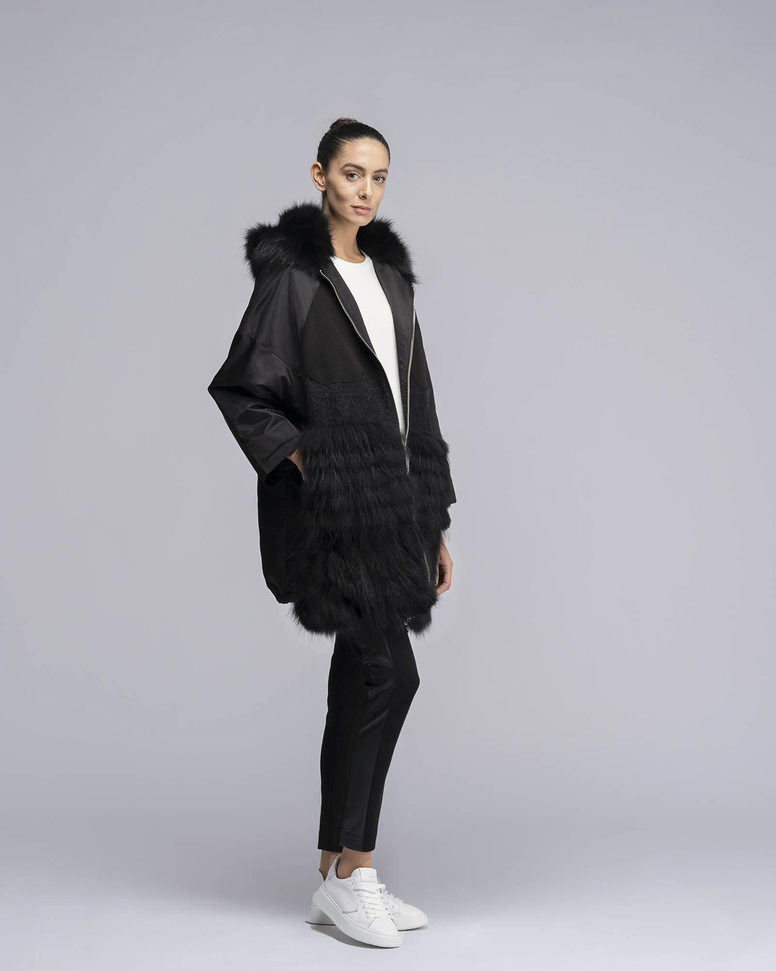 Cappotto tecnico con dettagli in pelliccia